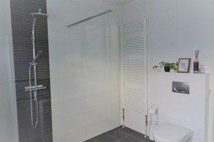 dit is onze badkamer mamazetkoers douche