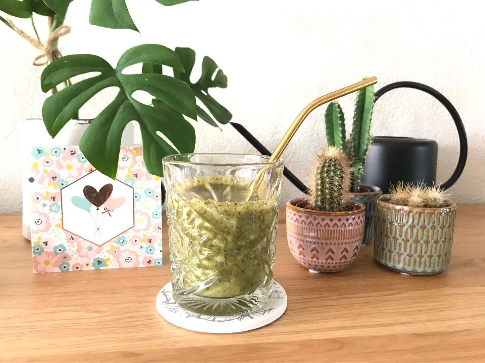 Recept groene smoothie met appel, komkommer, spinazie en kiwi mamazetkoers (1)